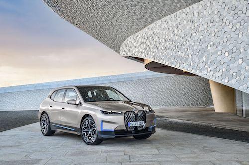 6 capítulos de docuserie para lanzar un coche: ¿en BMW se han vuelto locos o su trama engancha?