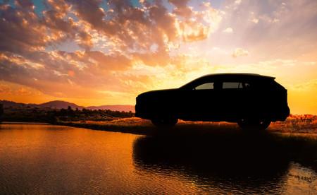La quinta generación del Toyota RAV4 nos insinúa sus formas en este primer teaser