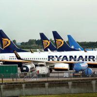 Ryanair, sí, anuncia que comienza las pruebas de WiFi y entretenimiento a bordo este año