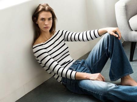 Nueve jerséis y camisetas de escote barco con las que tu cuello parecerá más largo, fino y elegante