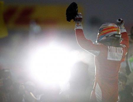 Victoria de Fernando Alonso en el Gran Premio de Corea del Sur. El campeonato se tiñe de rojo