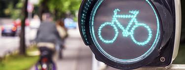 La Guardia Civil recuerda cómo se debe cruzar un paso de peatones con la bicicleta