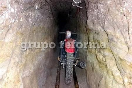 """Joaquín Guzmán """"El Chapo"""", escapó de la cárcel en una moto montada sobre raíles subterráneos"""