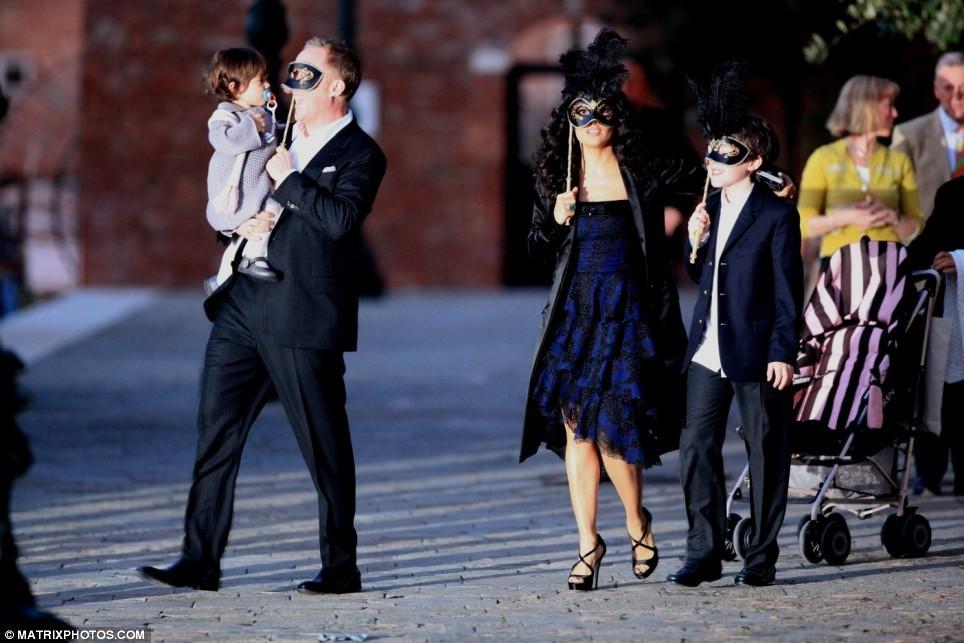 Foto de Cena de máscaras de Salma Hayek  (1/15)