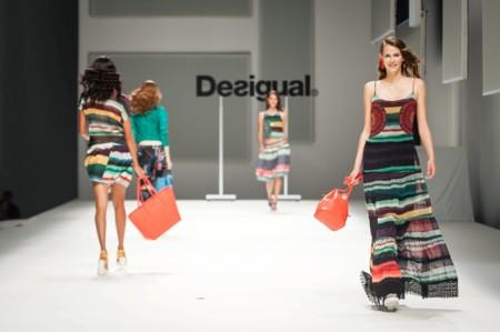 080 Barcelona Fashion Desigual Manolo Blahnik 2016 Febrero 2
