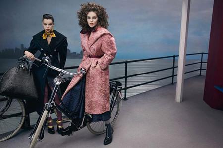 "La moda estilo ""beatnik"" de Miu Miu en la nueva campaña firmada por Inez & Vinoodh"