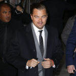 El extraño caso de los pantalones arrugados de Leonardo DiCaprio en el estreno de The Revenant en París