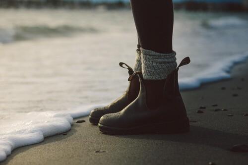 16 botas y botines de marca rebajadísimos en el Black Friday de El Corte Inglés: UGG, Camper y Panama Jack más baratas