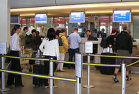 Denuncian a compañías low-cost por cobrar equipaje