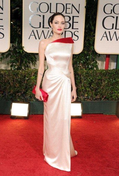 El look de Angelina Jolie en los Globos de Oro 2012