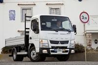 Si ves un camión Fuso, no te equivoques, no es Mitsubishi sino Mercedes. ¿O será el revés?