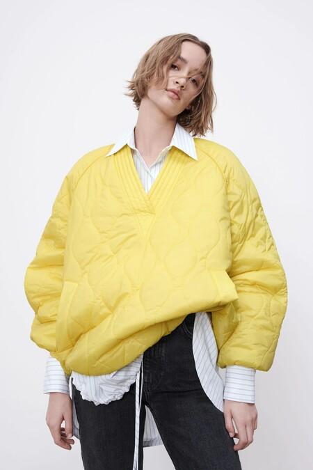 El tejido acolchado invade la nueva colección de Zara con prendas totalmente rompedoras y diferentes
