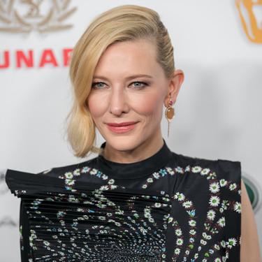 Cate Blanchett y Emilia Clarke, dos estilos muy diferentes, brillan en los Premios Britannia en Los Ángeles