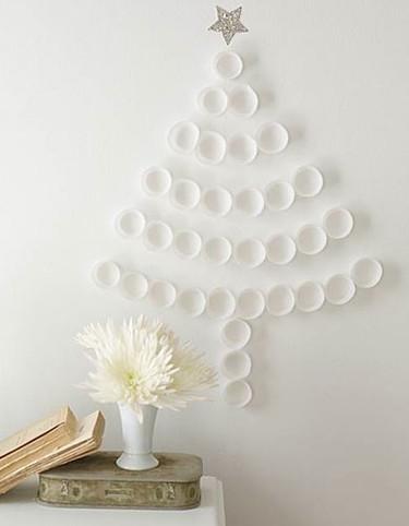 Un árbol de Navidad con papeles de magdalenas