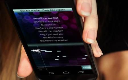 Si lo tuyo es cantar, convierte tu móvil en un karaoke