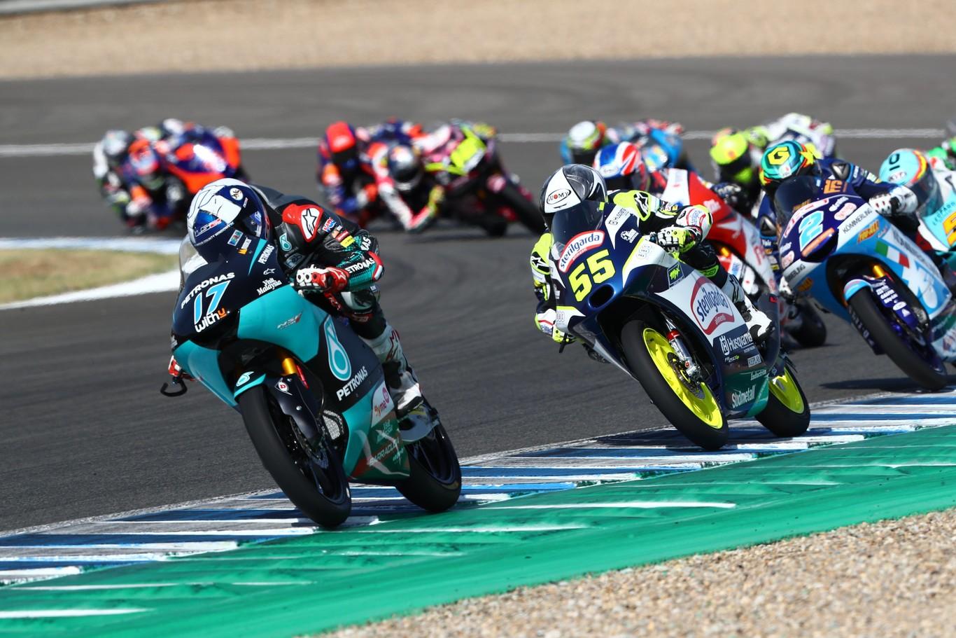 John McPhee lidera los segundos entrenamientos libres de Moto3 pero Raúl Fernández es el más rápido