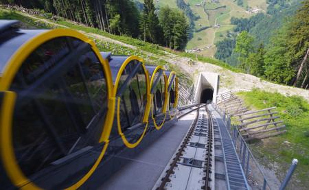 110% de pendiente máxima: la hazaña del funicular de Stoos, el más extremo del mundo