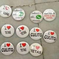 """""""I love tetas"""": las chapas confiscadas por la Policía Foral en plenas fiestas de San Fermines"""