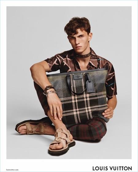 Descansamos un poco de Navidad con el adelanto de la campaña primavera-verano 2017 de Louis Vuitton