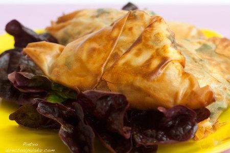 Receta de triángulos de espinacas con bacon y queso feta
