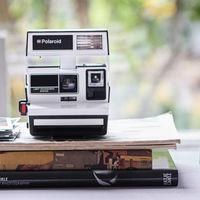 Polaroid 600 Camera - Two-Tone Black & White, una instantánea de edición exclusiva para nostálgicos