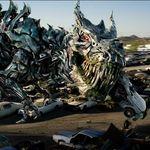 Michael Bay desata su locura visual y narrativa en el nuevo tráiler de 'Transformers: El último caballero'