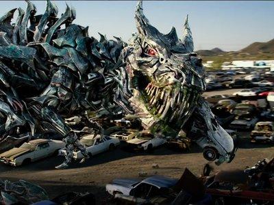 Michael Bay desata su locura visual y narrativa en el tráiler final de 'Transformers: El último caballero'