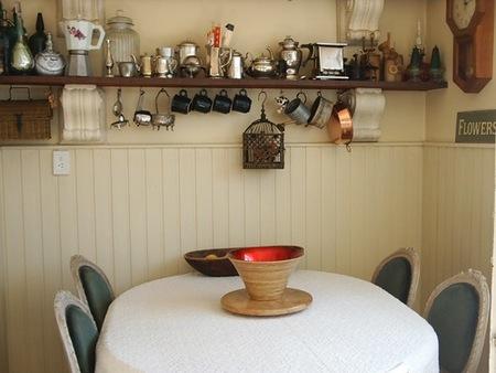 cocina estante de pared y mesa
