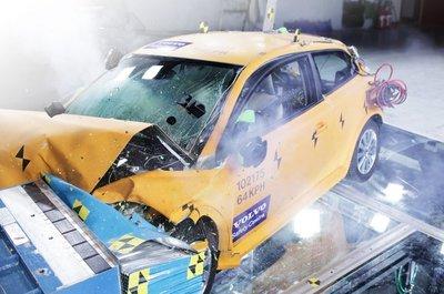 Volvo muestra en Detroit el crash test del C30 eléctrico