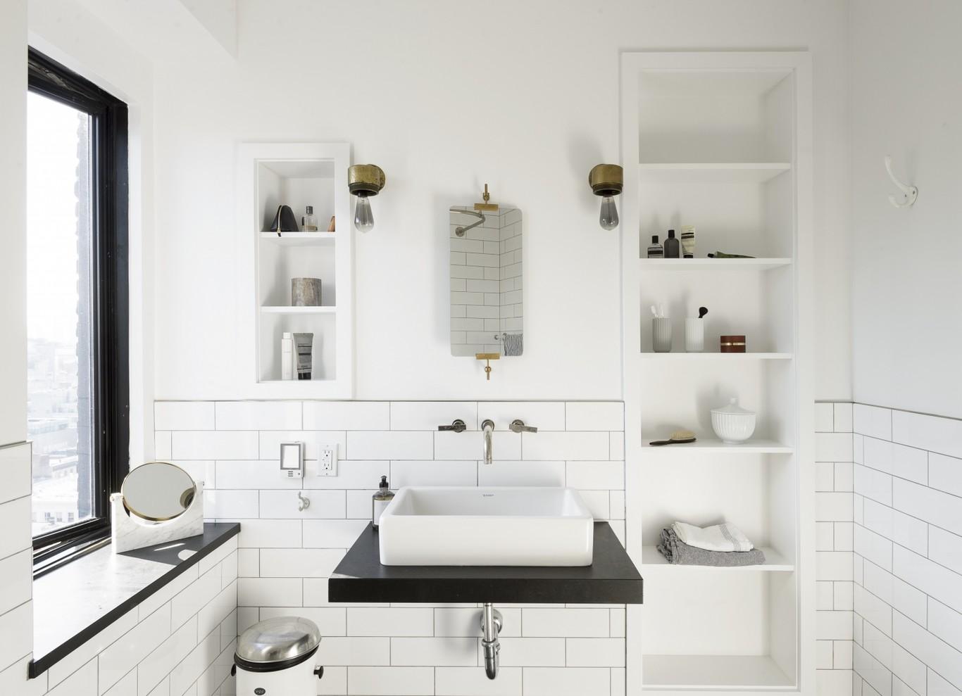 914b8b492596 Lavabos sobre encimeras en los baños, ventajas e inconvenientes y once  propuestas para tu hogar