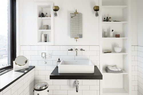 Lavabos sobre encimeras en los baños, ventajas e inconvenientes y once propuestas para tu hogar