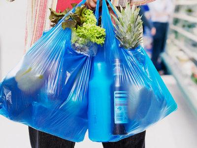 Colombianos reducen el uso de bolsas plásticas en un 27%