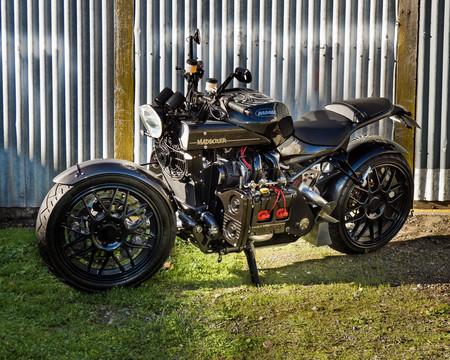 Un motor 2.5 de Subaru WRX en una moto, ¿por qué no? Esta es una demencia llamada MadBoxer