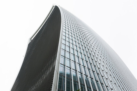 Los rascacielos que te pueden tirar al suelo con el viento que hace a sus pies