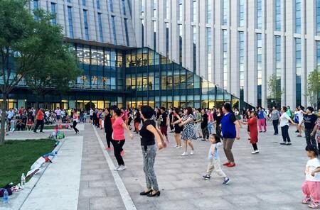 """Un supuesto dispositivo que sabotea altavoces, la nueva arma de los vecinos contra la música de las """"abuelas bailarinas"""" de China"""