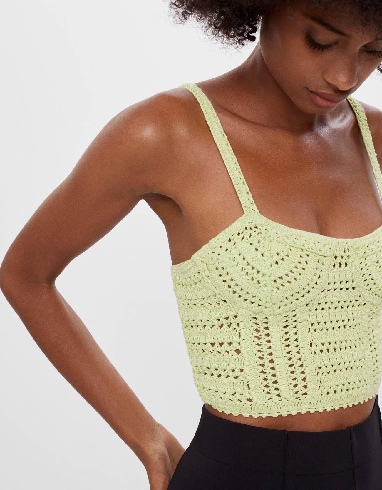 Top cropped de crochet con diseño de bustier