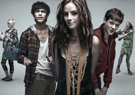 Dos temporadas más para 'Skins' con un reparto completamente nuevo