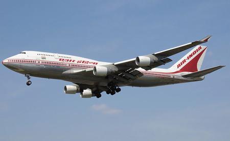 Desmontando mitos viajeros: ¿en un avión te puede explotar un implante de silicona del pecho?