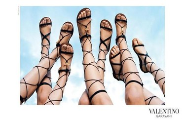 La primavera llega a los clones: las sandalias romanas de Valentino ya tienen versión low cost