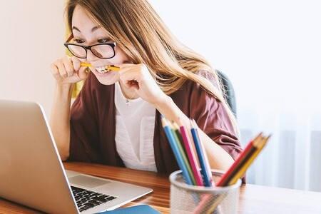 Procrastinación entre estudiantes: un 33 % de todo su tiempo se dedica a procrastinar