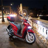 La Honda SH125i Scoopy ya tiene precio: el scooter de rueda alta para el carnet de coche parte de 3.800 euros