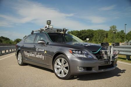 Sistema de Asistencia a la conducción automatizada en autopista de Toyota