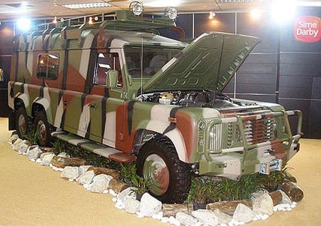 Land Rover Defender 6x4 Puma Concept