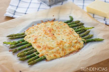 Receta de espárragos verdes gratinados con queso Cheddar curado