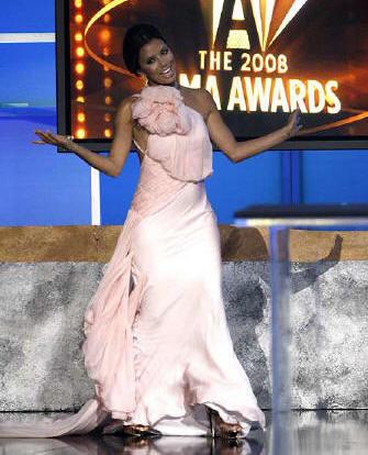 Eva Longoria y su ropero en los premios ALMA