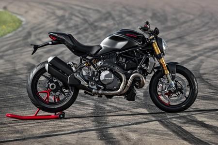 La preciosa Ducati Monster 1200 S se vestirá de negro a partir de septiembre por 18.090 euros