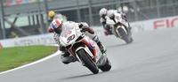 Superbikes Magny Cours 2012: Sylvain Guintoli vence, Max Biaggi se cae y todo se decidirá en la última carrera