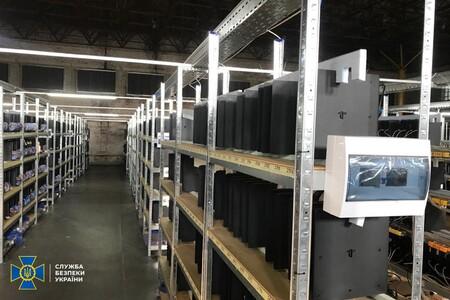 Alguien creó una granja para minar bitcoin con más de 3,000 PlayStation 4 y robaba electricidad para alimentarlas en Ucrania