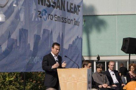 Carlos Ghosn da un últimatum a Japón