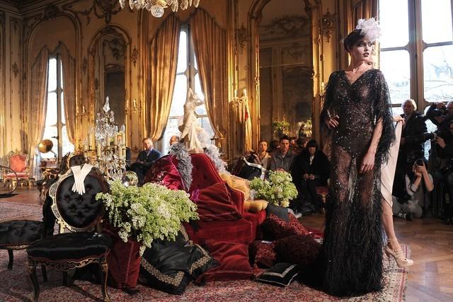 Foto de John Galliano Otoño-Invierno 2011/2012 en la Semana de la Moda de París: sobre la pasarela, un genio (6/13)